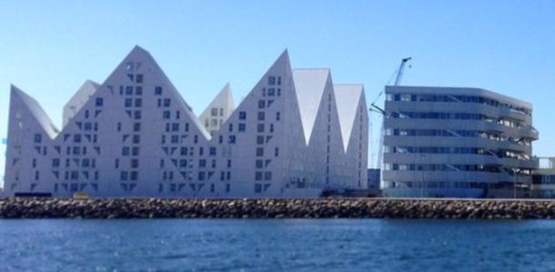 Pyramiden in modern, Bucht von Aarhus, Dänemark